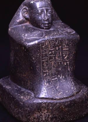 Estatua-cubo de Djehuty que se conserva en Figeac (Francia)