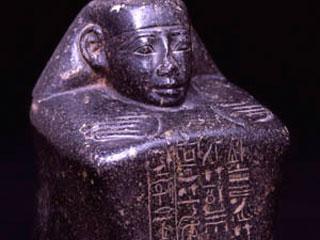 Estatua-cubo de Djehuty en el Museo Champollion