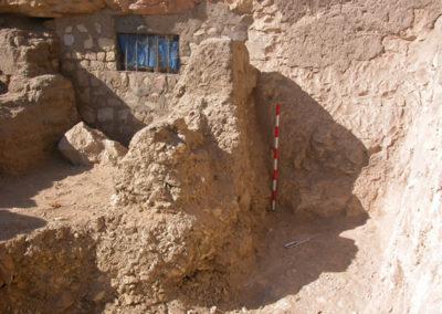 Fragmentos cerámicos con decoraciones pintadas y modeladas hallados en las inmediaciones de la tumba de Hery (TT 12)