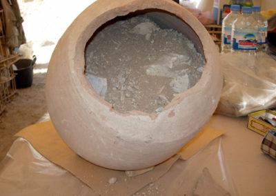 Depósitos funerarios de recipientes cerámicos saítas