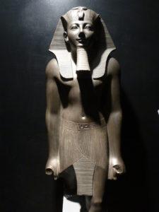 Estatua de Tutmosis III, hoy en el Museo de Luxor