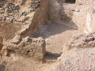 Patio de entrada a la tumba de Baki