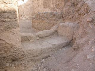 Patio de entrada al monumento funerario