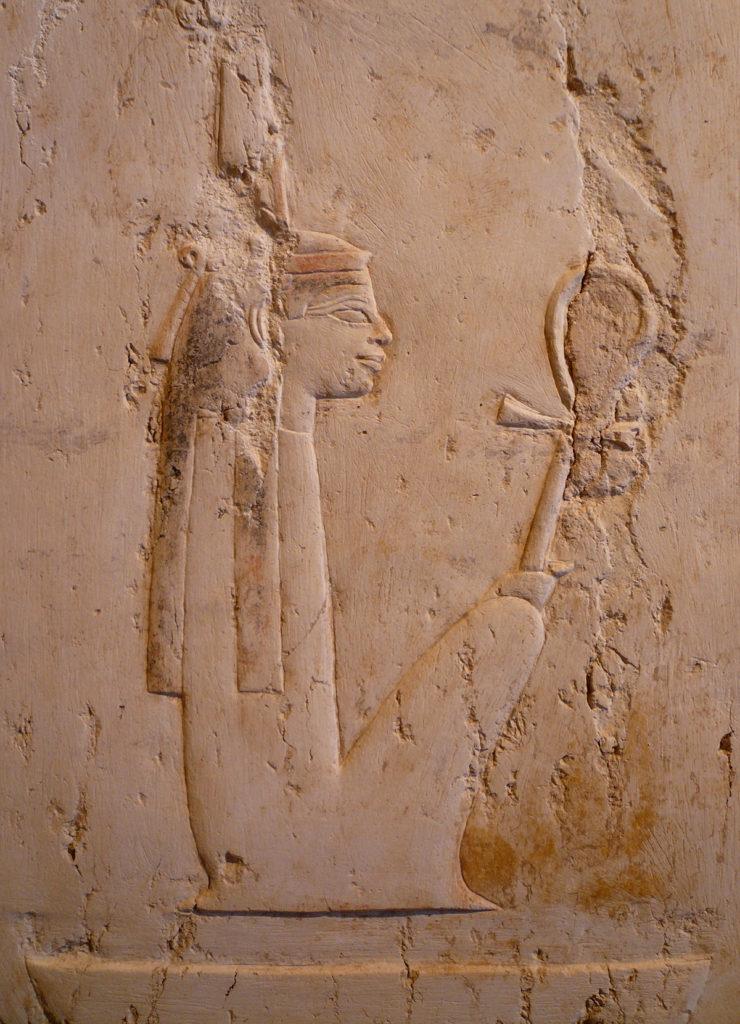 Maat, encarnación de la verdad y la justicia, caracterizada por llevar una pluma sobre la cabeza