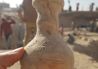 Botellita de cerámica margosa hallada en el sector de Kristian.