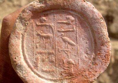 """Cono funerario del """"supervisor del ganado de Amón, el líder, Djehuty""""."""