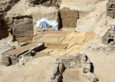 Las capillas de adobe quedan protegidas con geotextil y todo queda bien limpio y recogido para el año que viene.