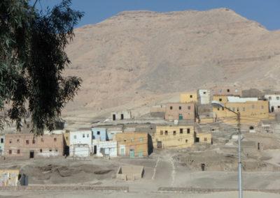 Qurnet Murrai, la colina en el extremo sur de la necrópolis, frente al hotel Marsam.