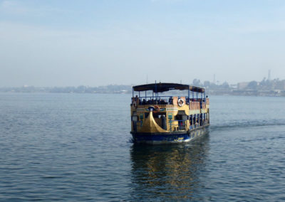 Ferry popular cruzando al Nilo.