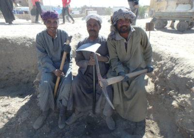 Saabut, Yuma e Ibrahim bromean con las herramientas de trabajo que tienen entre manos este año. Esperemos que pronto pasen al palaustrín.