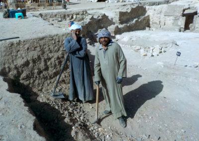 Ibrahim y Yuma se toman un respiro. Por ahora su trabajo no les resulta nada entretenido.