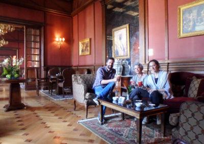 Pía, Suni y David de relax en el Winter Palace.
