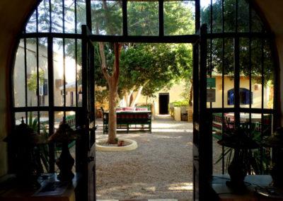 El patio del Marsam desde el comedor interior.