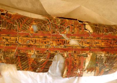 Cartonaje en fase de restauración.