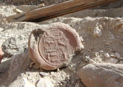 Uno de los varios conos funerarios de Djehuty hallados hoy en la excavación.