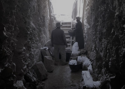 Interior de la tumba que excava Carlos, mirando hacia fuera. Interior de la tumba que excava Carlos, mirando hacia fuera.