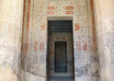 Entrada a la capilla central del templo de Deir el-Bahari.