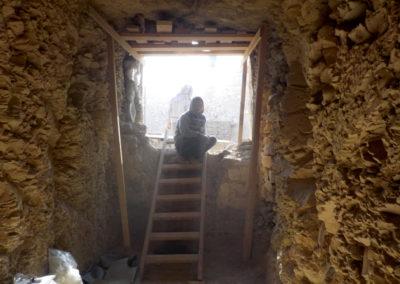 Dentro de la tumba de la dinastía XII que excava Carlos.