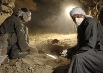 Badaui y Said excavan con Cisco la tumba paralela a la de Hery hacia el noreste.