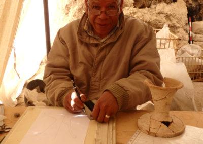 Ayad Barbari, un año más, se suma al equipo para dibujar cerámica.