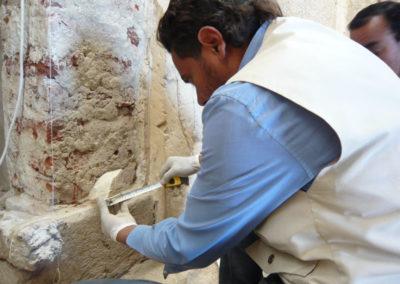 Comenzamos la restauración de las jambas y el dintel de la entrada a la tumba de Djehuty.
