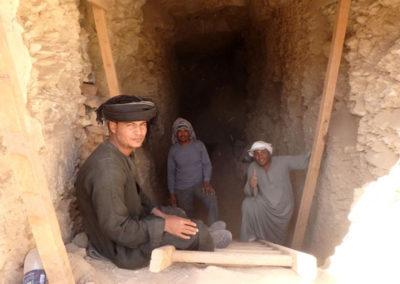 Parte del grupo que acompaña a Carlos en la excavación de la dinastía XII.