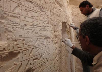 El equipo de restauración egipcio se emplea a fondo en la estela autobiográfica de Djehuty.