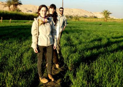 Gude, Marisol y David de paseo al atardecer.