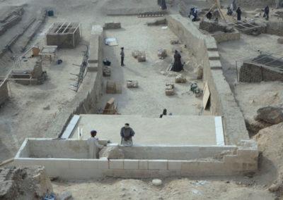 El recrecimiento de la fachada de Djehuty está ya casi terminado.