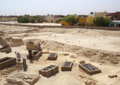 Los pozos, junto a la zona excavada, estrenan cerramiento.