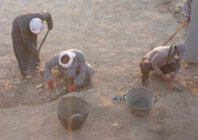 Naser y Bahba excavan en el Sector 10.